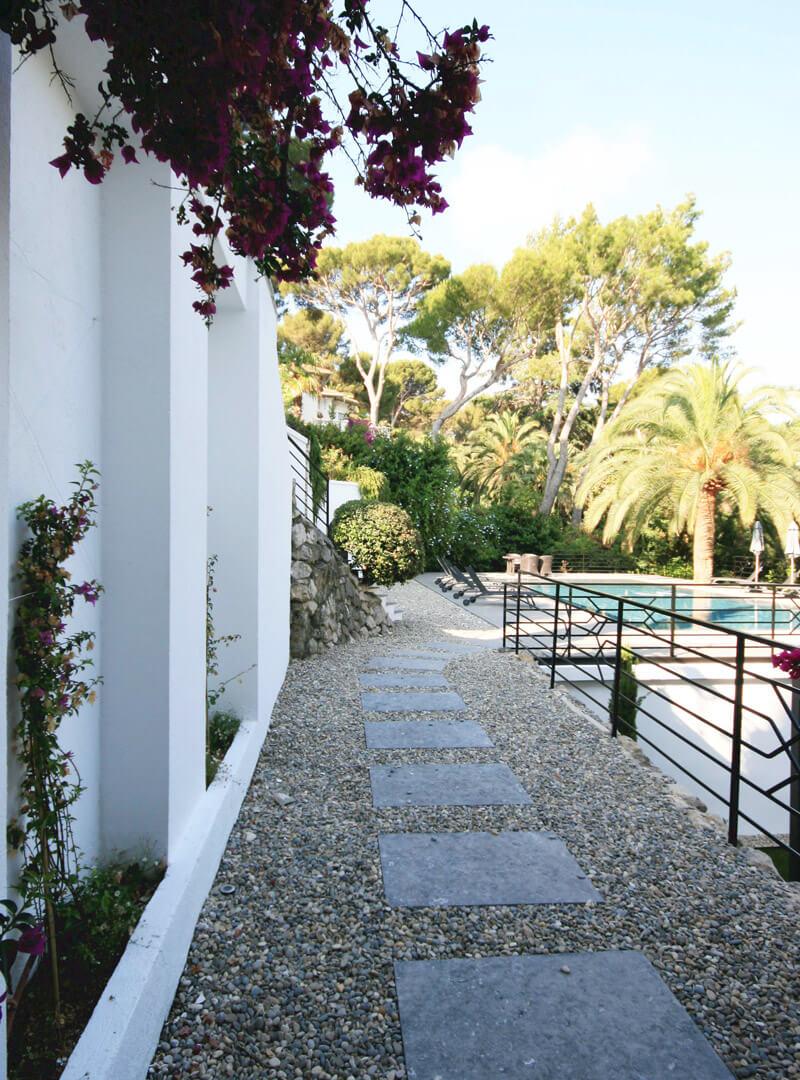 Villa, création d'espaces de circulation autour de la piscine